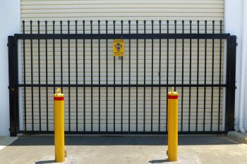 Automatic_Garrison_Crusader_Gate and_Bollards