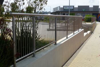Steel_balustrade_and_railings